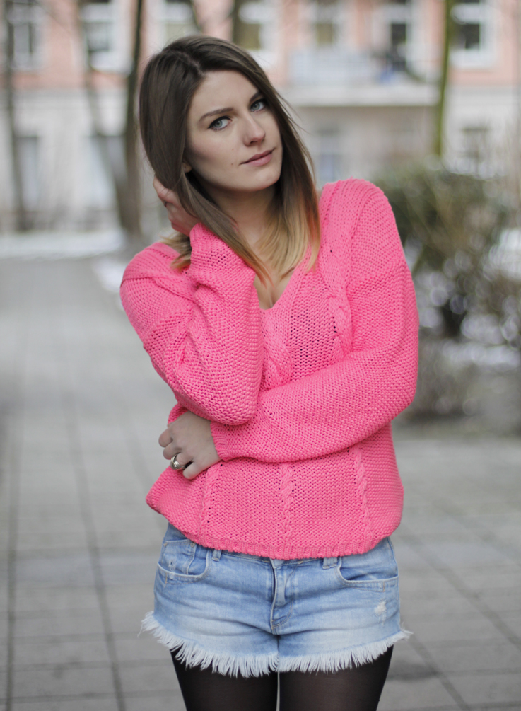 Outfit Neon Pink Sweater