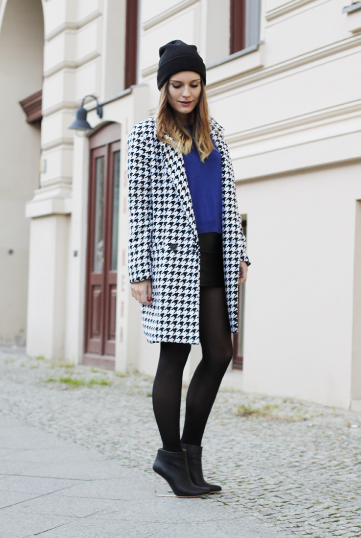 Winter love! Houndstooth print skirt suede boots ootd