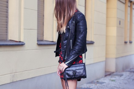 All_Black_Red_Lips_1