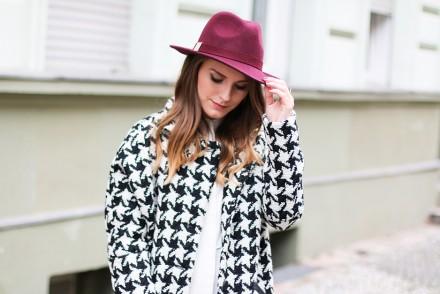 Black_white_burgundy_1