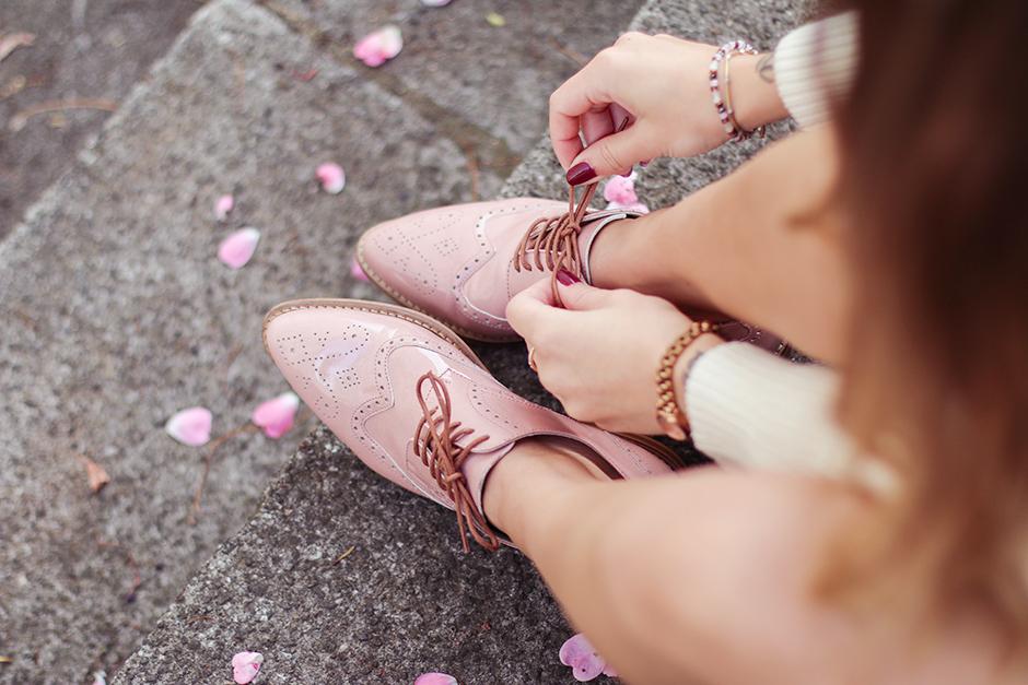 knit_shorts_lace_up_shoes_1