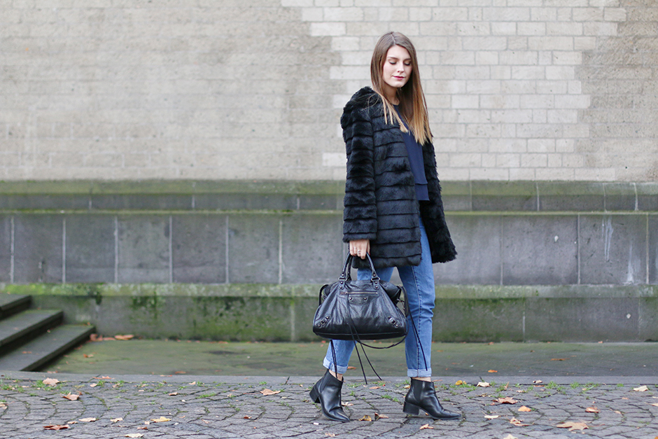 Fake_Fur_Blue_Jeans_1