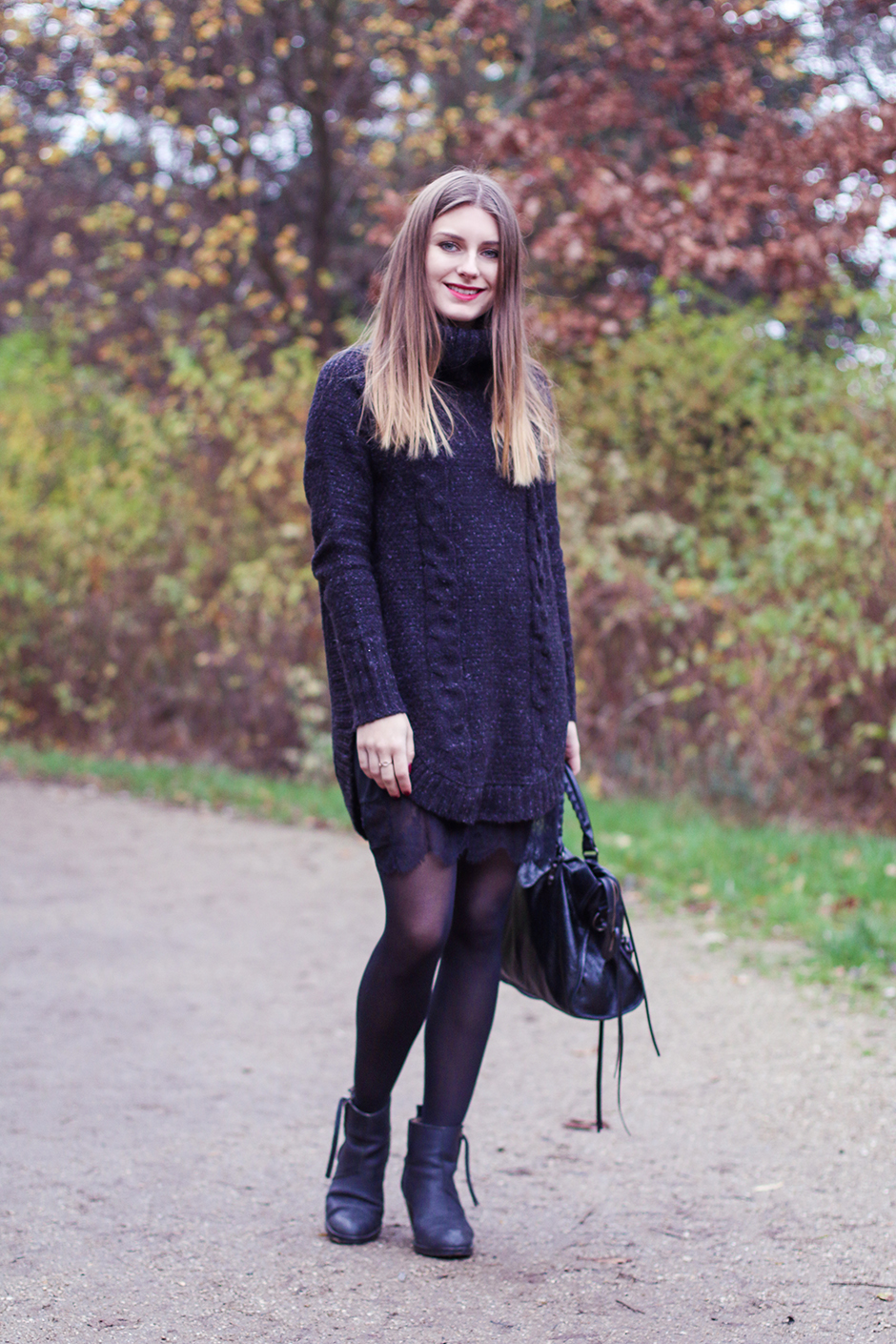 Turtle_Neck_and_Lace_1