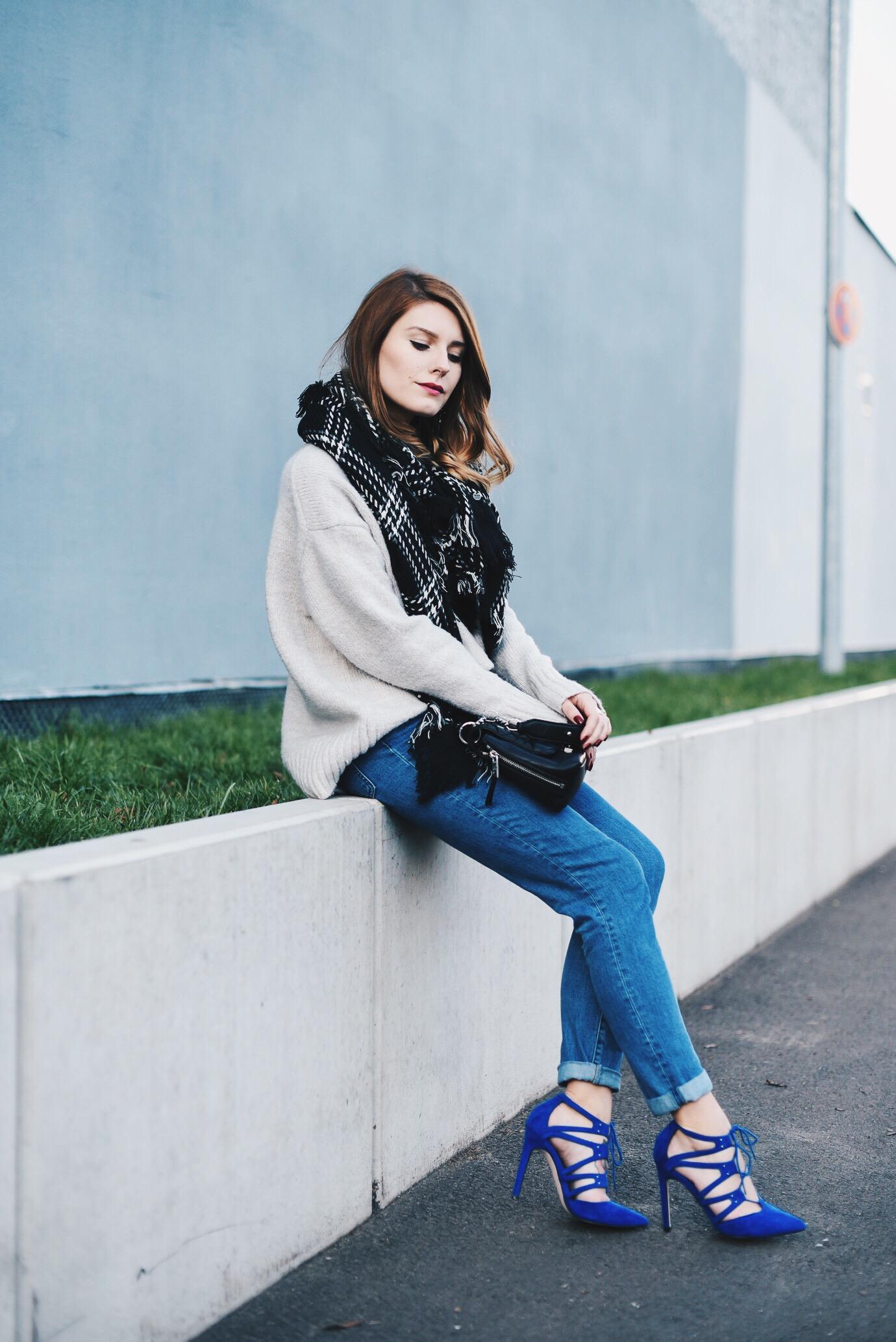 Blue_Shoes_1