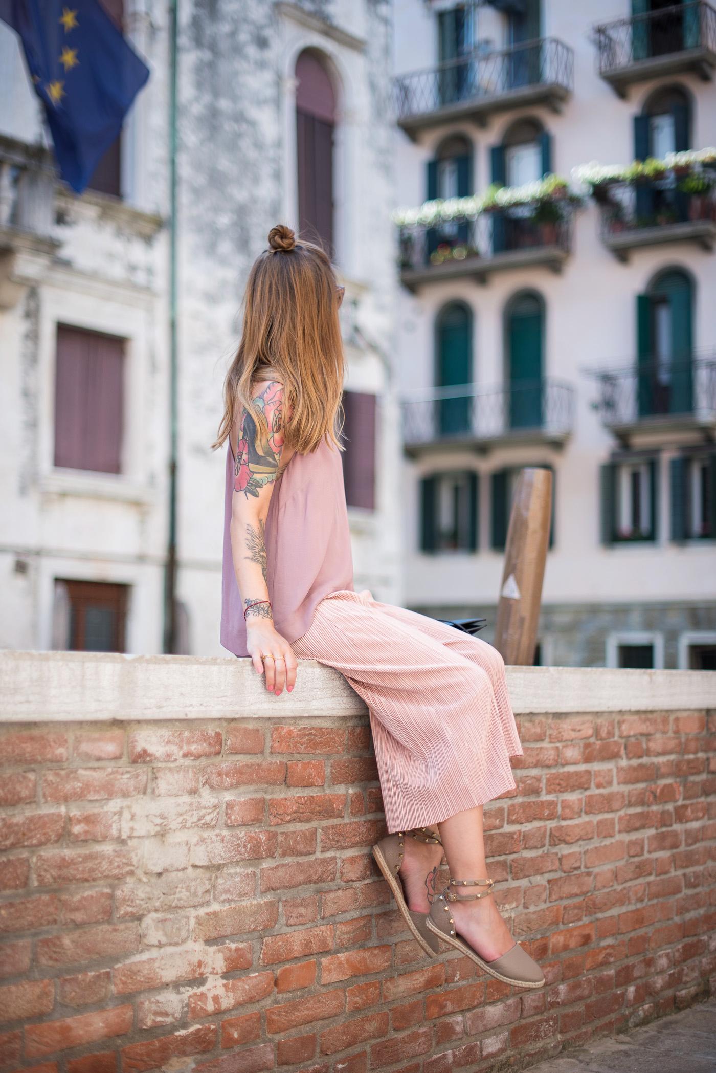 Candy_colors_culotte_outfit_in_Venezia_1