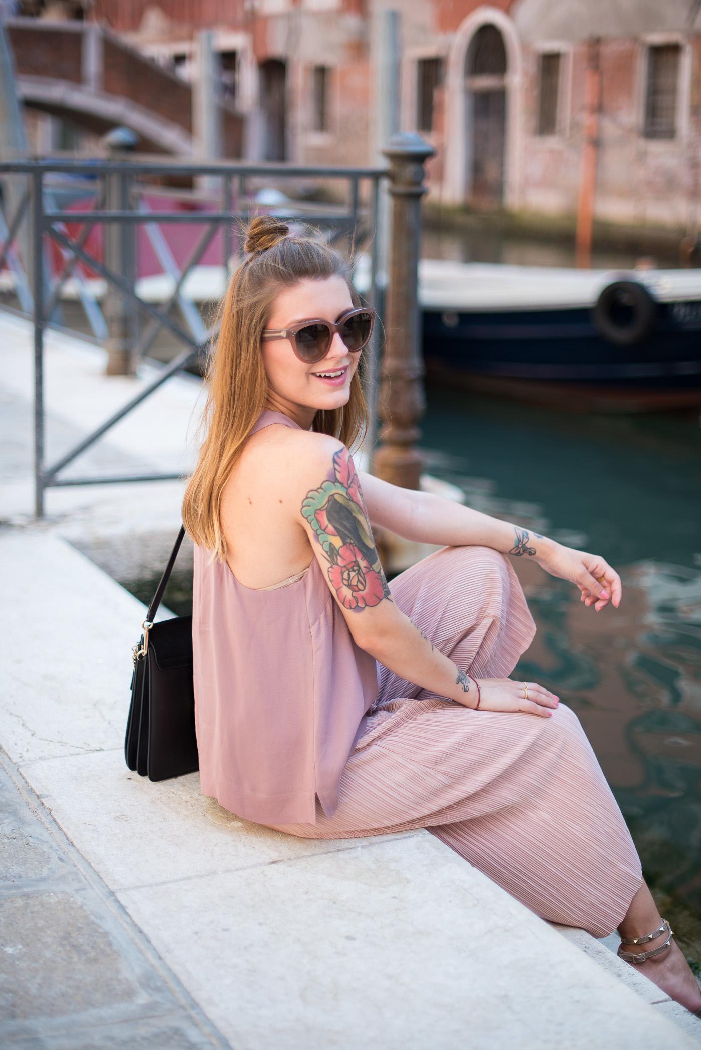 Candy_colors_culotte_outfit_in_Venezia_2