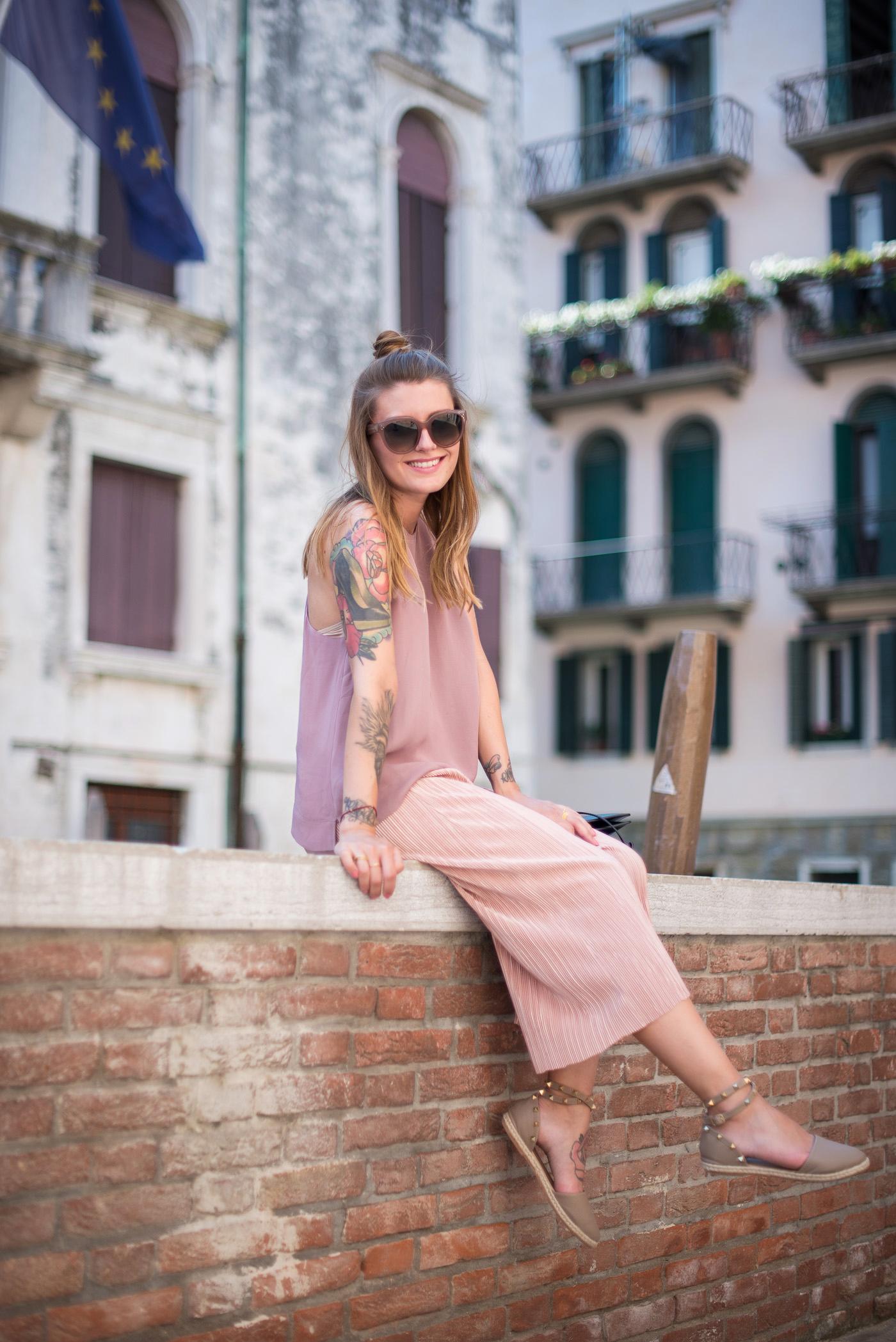 Candy_colors_culotte_outfit_in_Venezia_4