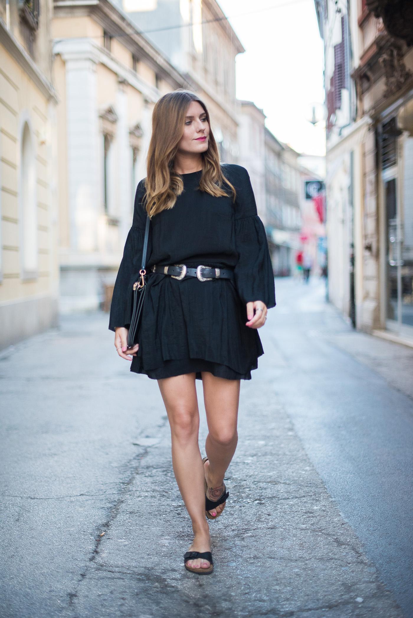 Little_Black_Dress_Birkenstock_Summer_Outfit_4