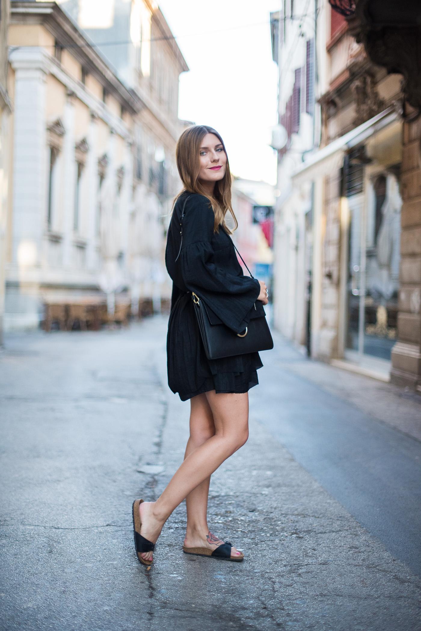 Little_Black_Dress_Birkenstock_Summer_Outfit_7