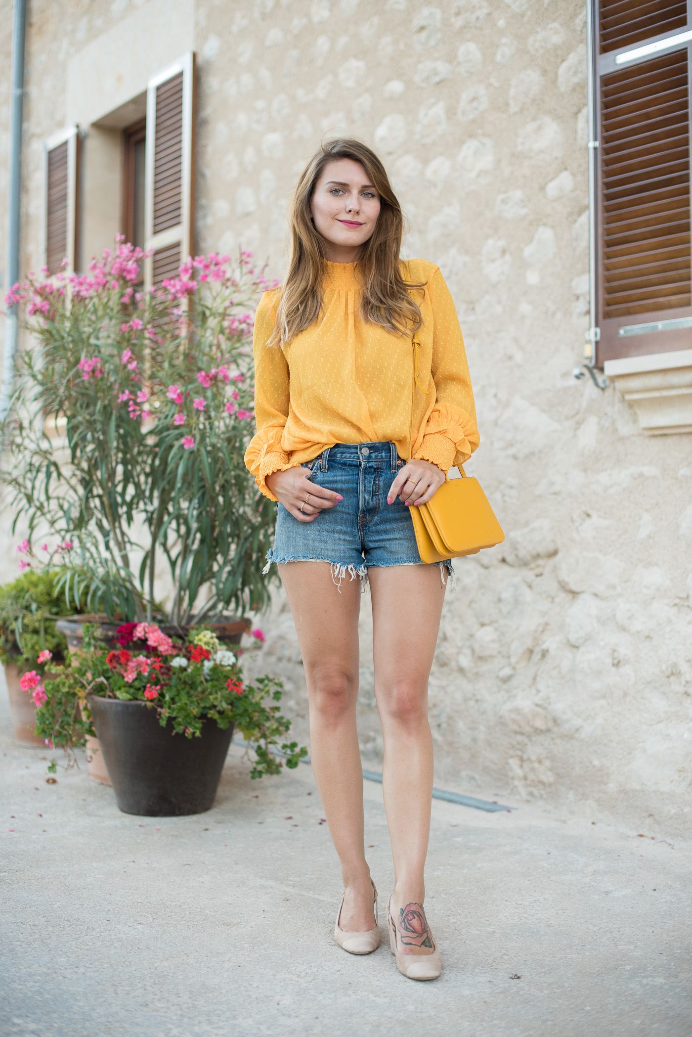 Yellow_Blouse_Mallorca_1