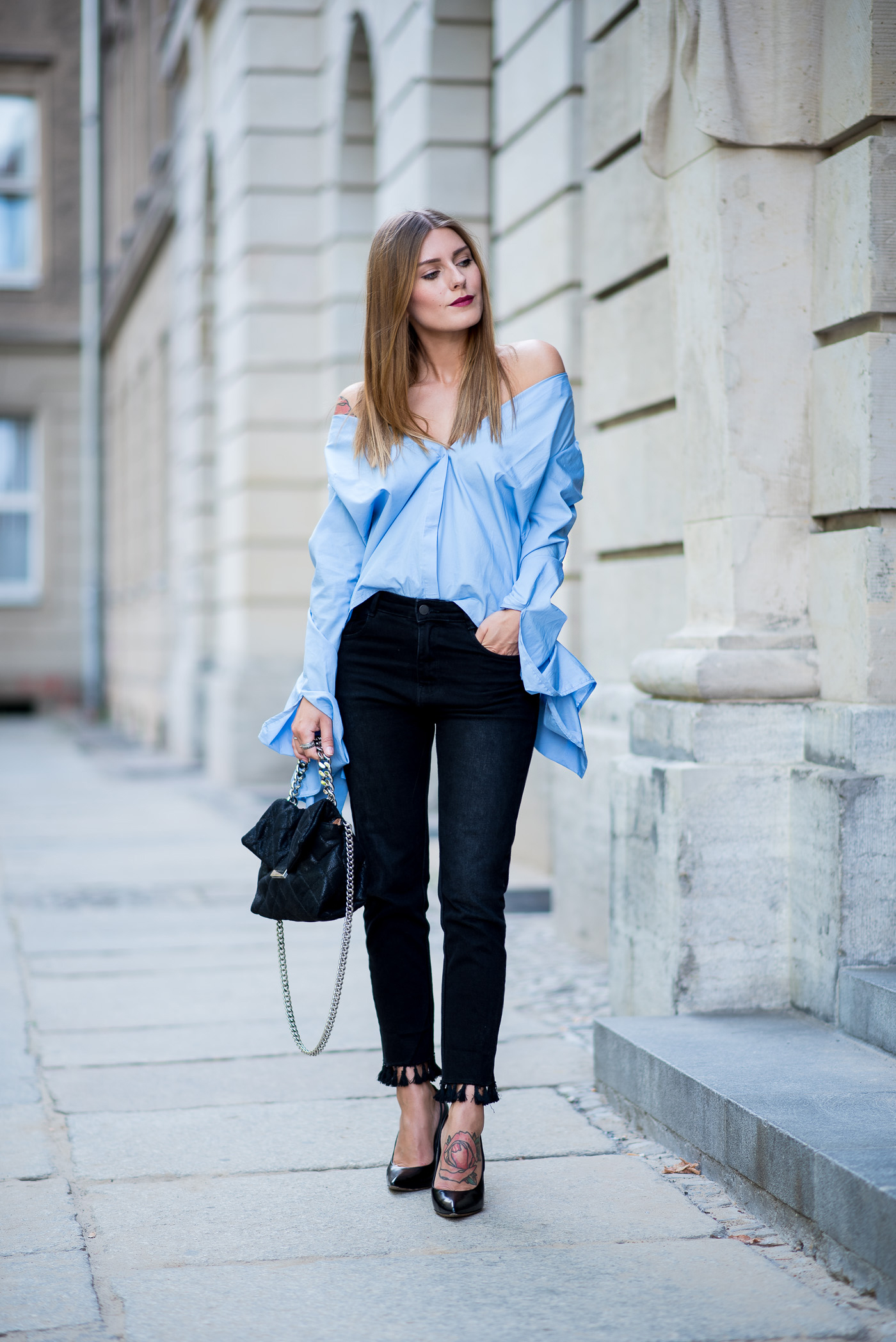 big_sleeves_and_fringed_jeans_10