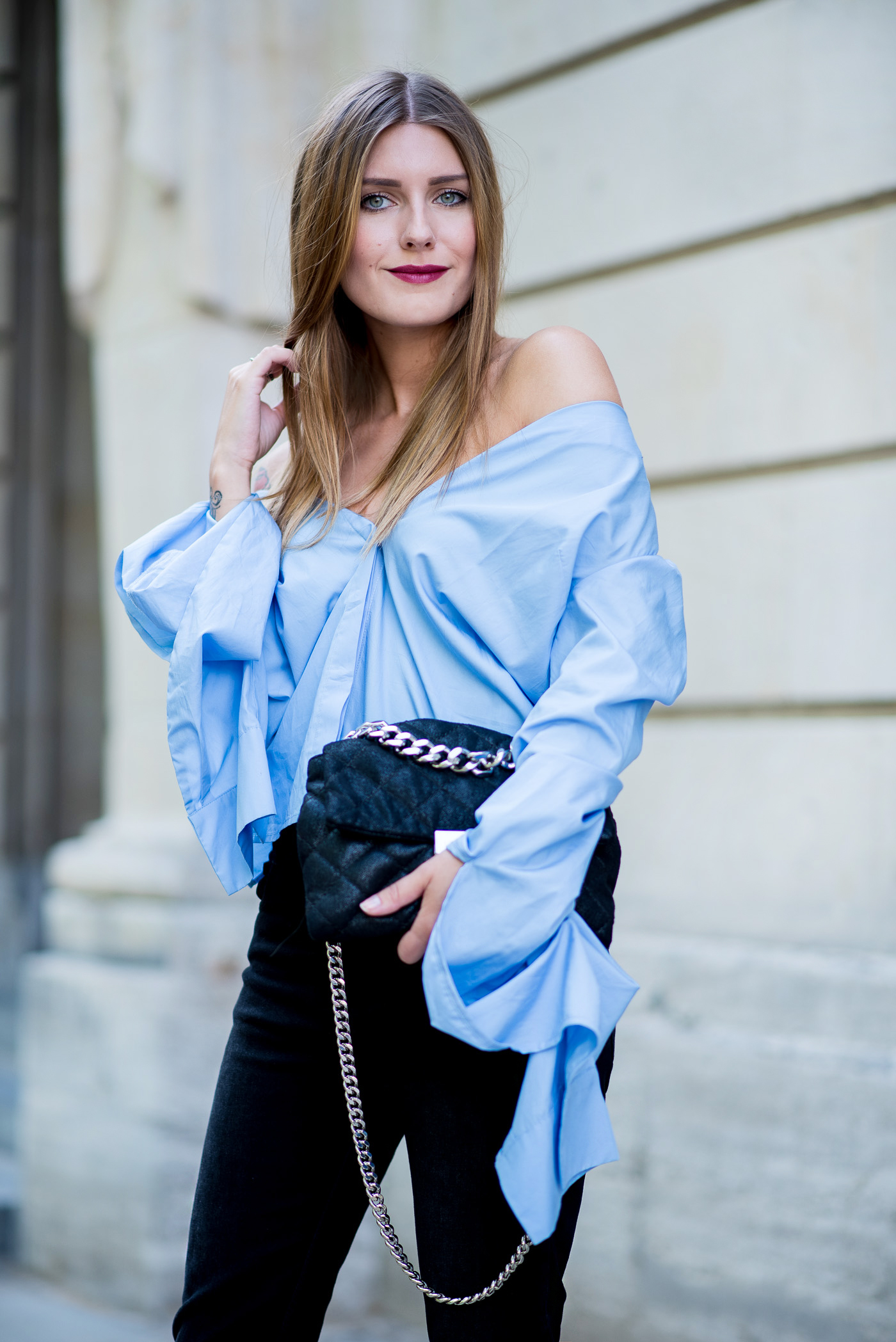 big_sleeves_and_fringed_jeans_2