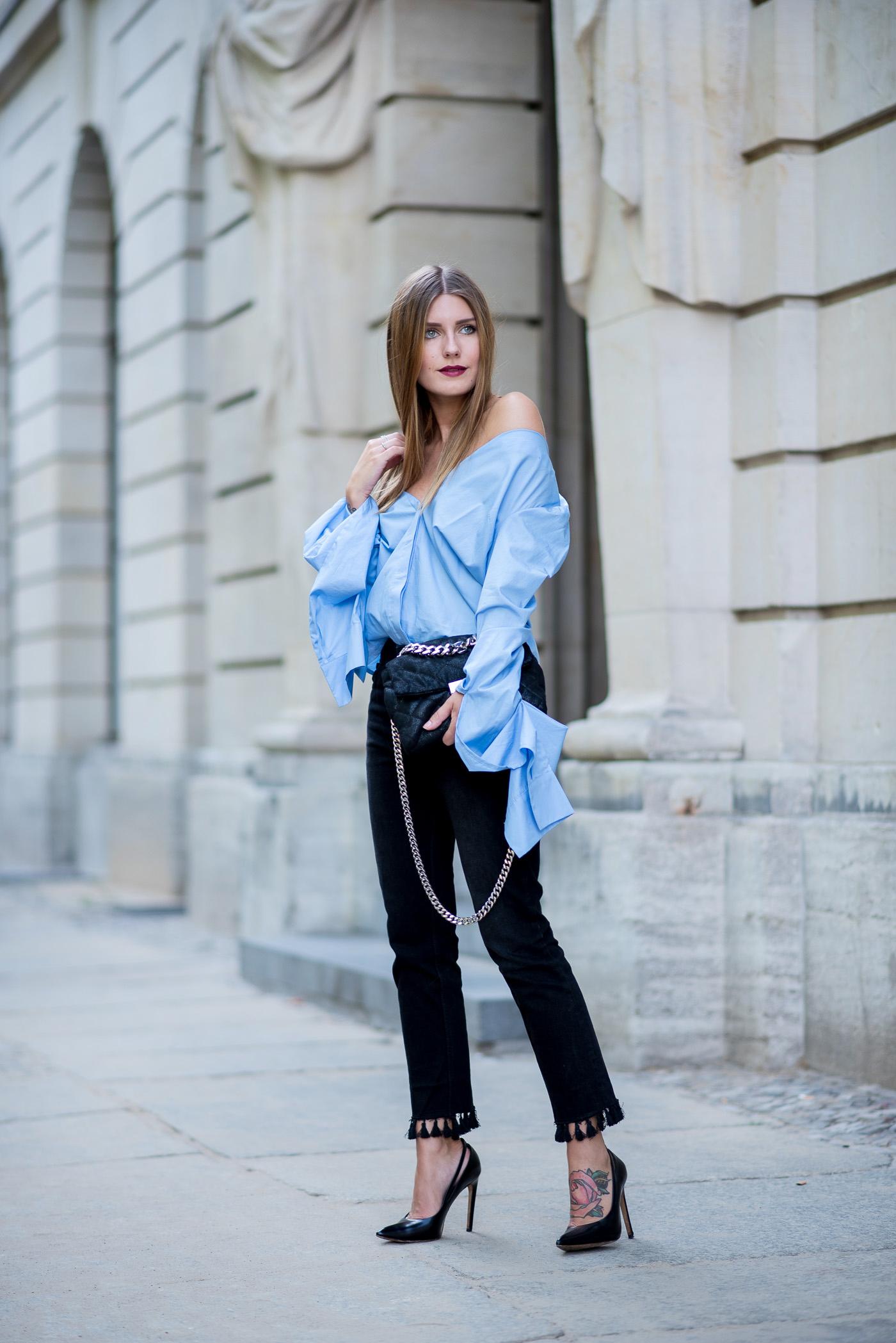 big_sleeves_and_fringed_jeans_8