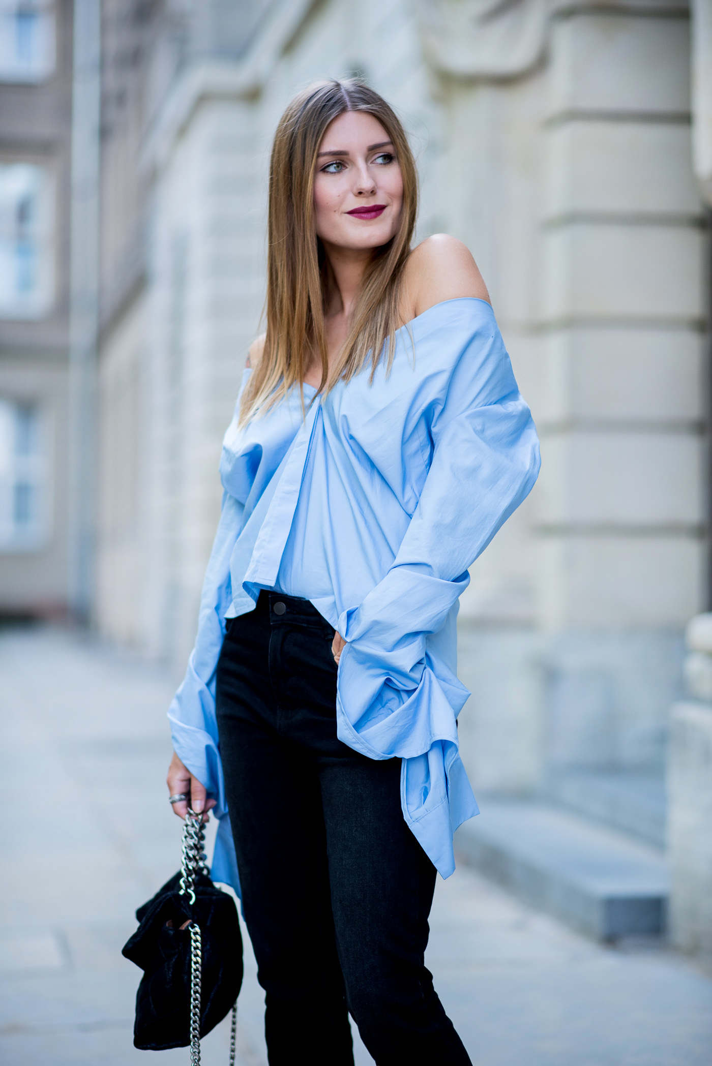 big_sleeves_and_fringed_jeans_9