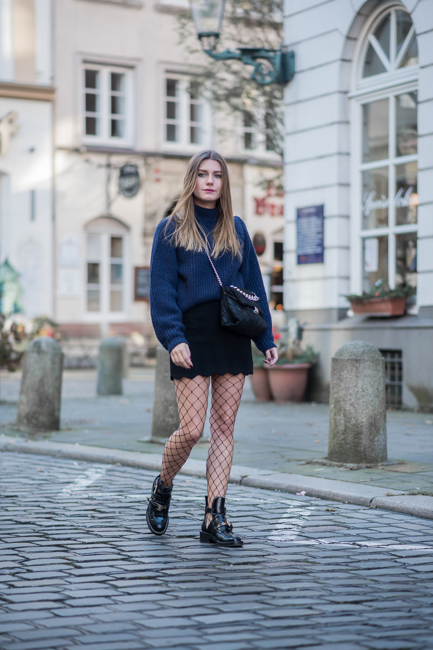 outfit_mini_fishnet_tights_1