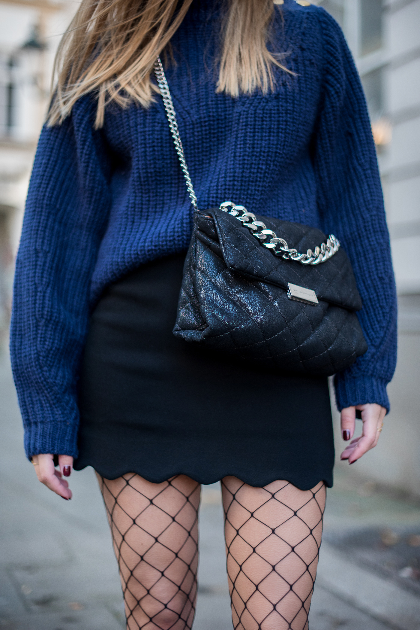 outfit_mini_fishnet_tights_2